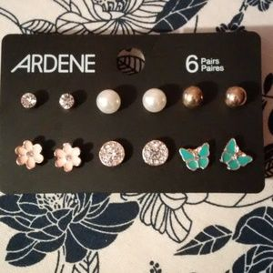 3/$25 Earrings Studs (6 pairs)
